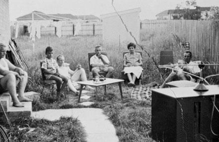 german_backyard_family