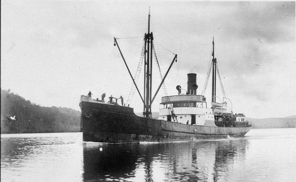 The Canonbar heading up the Richmond River, date unknown