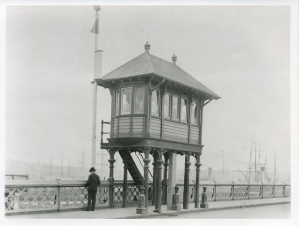 Pyrmont Bridge Control House, 1902. Courtesy Sydney Harbour Foreshore Authority.