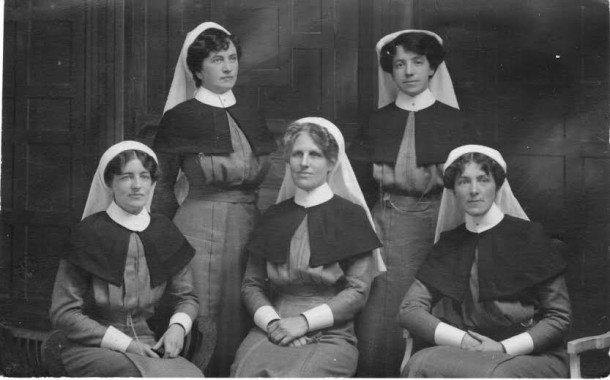A group of nurses on the eve of their departure for France, 27 August 1914, featuring Matron Ida Greaves RRC (centre). Courtesy Greaves Family Archive.