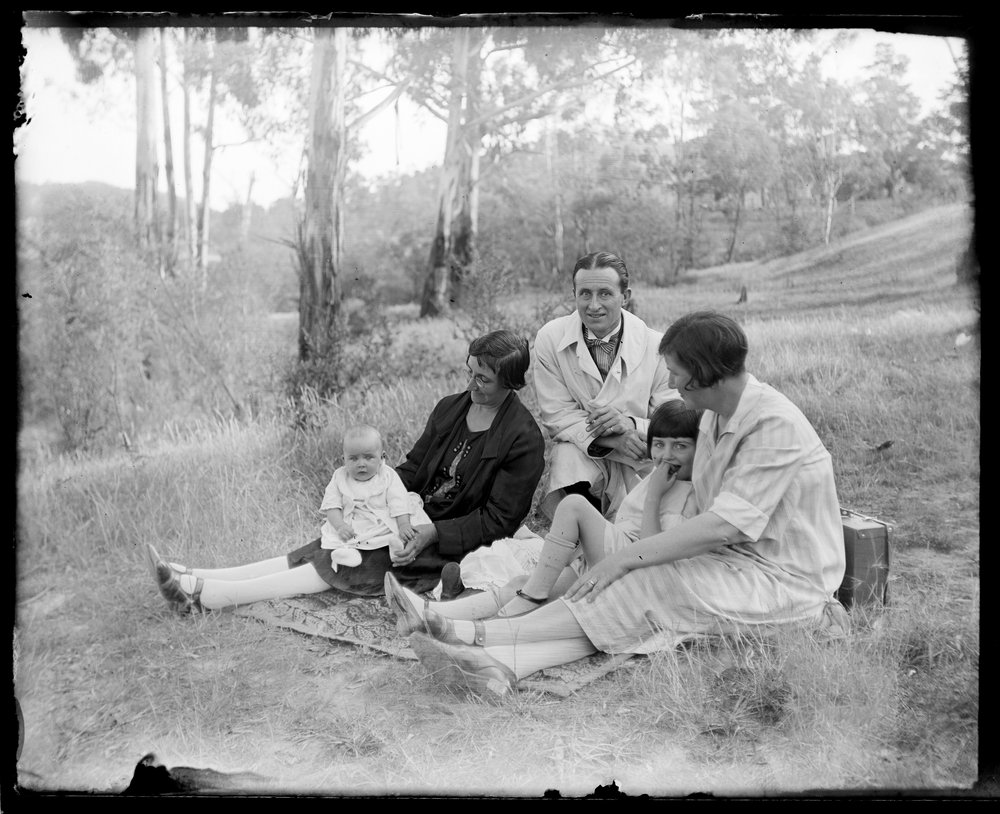 A family portrait photographed by Carl Reinhold Hartmann in 1920. Courtesy State Library of Victoria, ID H2009.143-98.