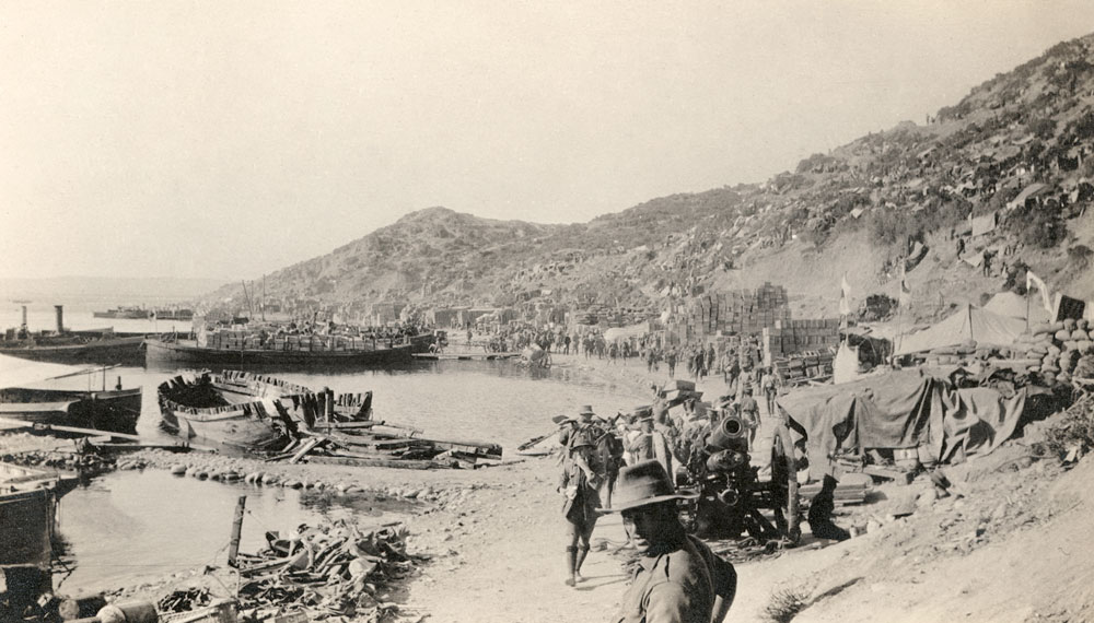 Reinforcements coming ashore at Anzac Cove on the Gallipoli Peninsula in August 1915. Courtesy Australian War Memorial, ID A05774.
