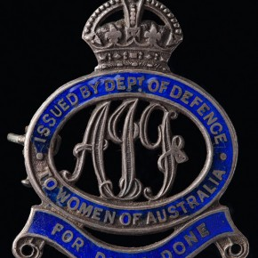 A female relatives badge issued to Edith Burns after her son, Vincent, departed for service abroad. Courtesy NMA and Jason McCarthy.