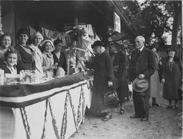 Stallholders at a fair, c.1930s. Courtesy State Library NSW, ID hood_03855.