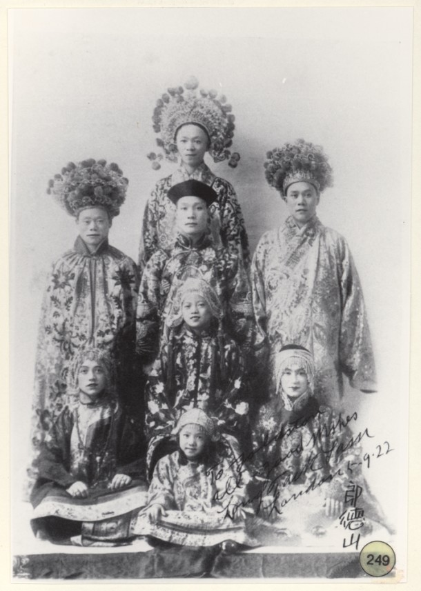The Long Tack Sam troupe, 1922.